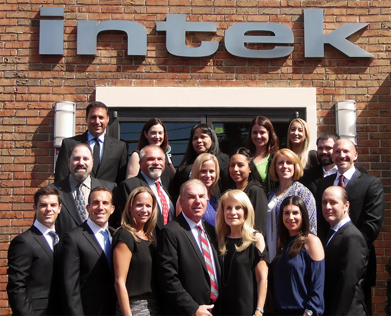 Intek Truck Leasing Family Staff Photo 2016